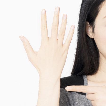 指毛の自己処理&脱毛方法を解説!手の指や甲の永久脱毛はどこでできる?のイメージ